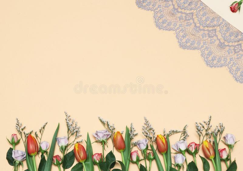Wiosen róż & tulipanów tło ilustracji