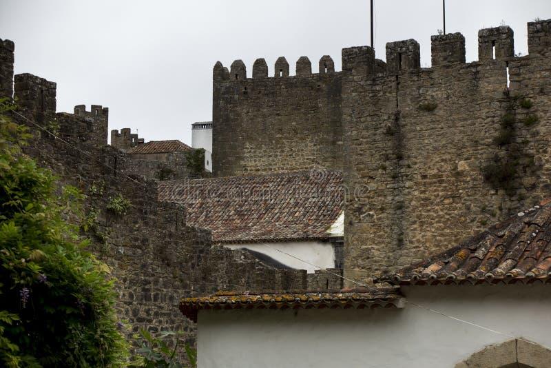 Wioska, średniowieczny miasteczko, Obidos w Portugalia domy przeglądać biel obrazy royalty free