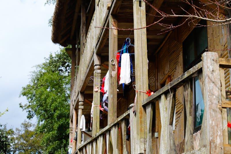 Wioska domy Ryżowi tarasy Yunnan, Chiny fotografia royalty free