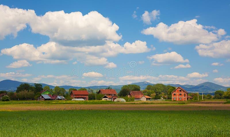 Wioska krajobraz w wiośnie zdjęcia stock