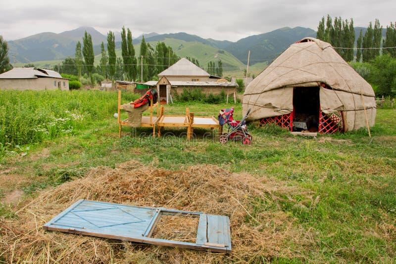 Wioska w Środkowym Azja z popularnym tradycyjnym m zdjęcia royalty free