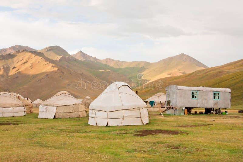 Wioska z tradycyjnymi azjatykcimi rolników namiotami zdjęcia royalty free