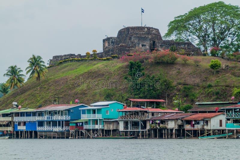 Wioski Ell Castillo z fortecą Niepokalany poczęcie przy San Juan rzeką, Nicarag zdjęcia stock