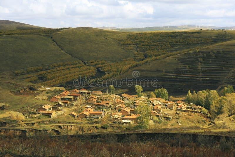 Wioski w górkowatych terenach Wewnętrzny Mongolia obraz royalty free
