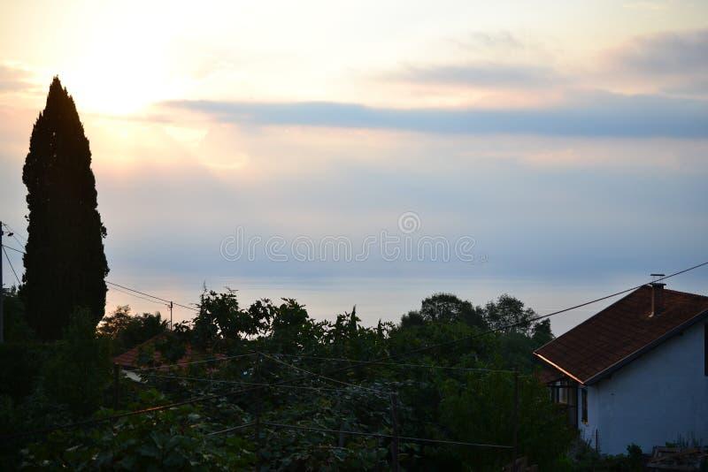 Wioski wokoło rozłamu z dennym widokiem, Dalmatia, Chorwacja zdjęcie stock