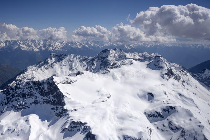 Wiosna śnieg na Scalino szczytu pasma północnej stronie, Sondrio, Włochy obrazy royalty free