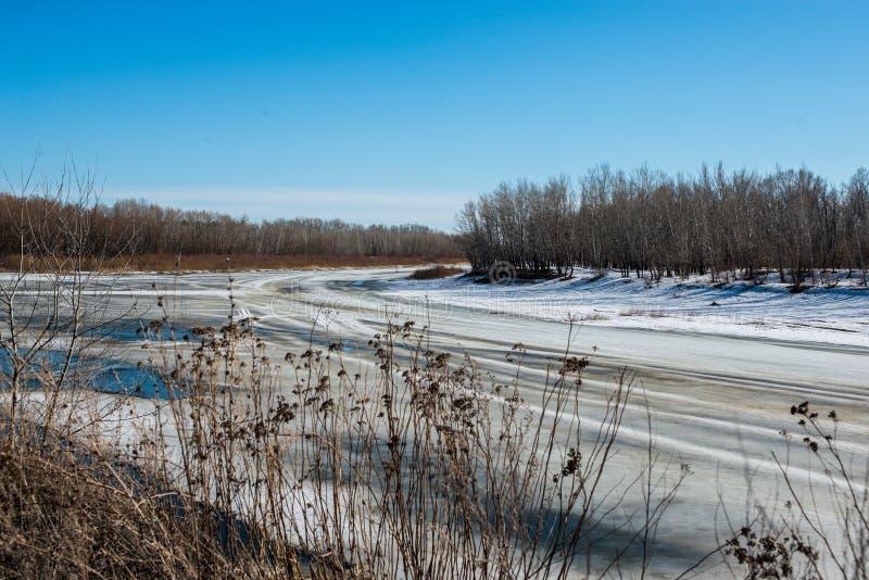 Wiosna, śnieg topi bardzo wkrótce Ural rzekę dostawać pozbywającą się fotografia stock