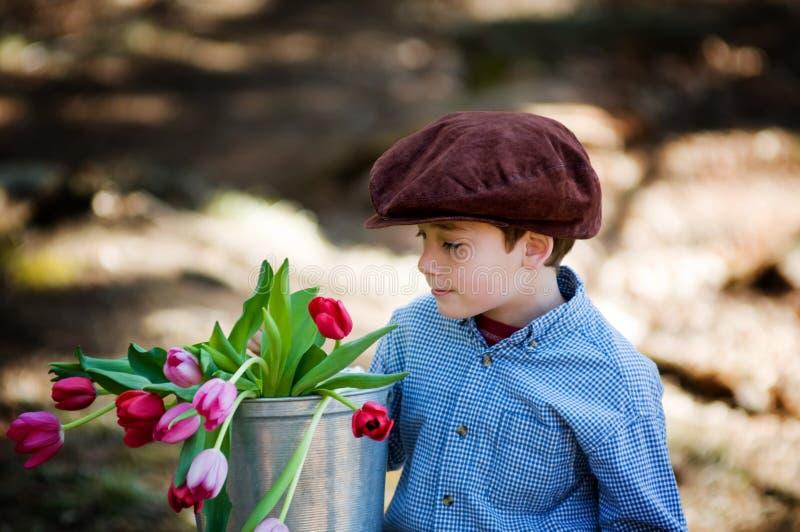 Download Wiosna obraz stock. Obraz złożonej z chłopiec, tulipany - 28955683