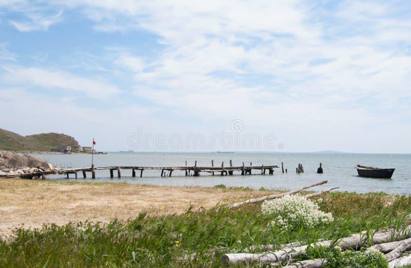 Wiosna brzeg Kerch cieśnina przy Fonar przylądkiem, Crimea obrazy royalty free