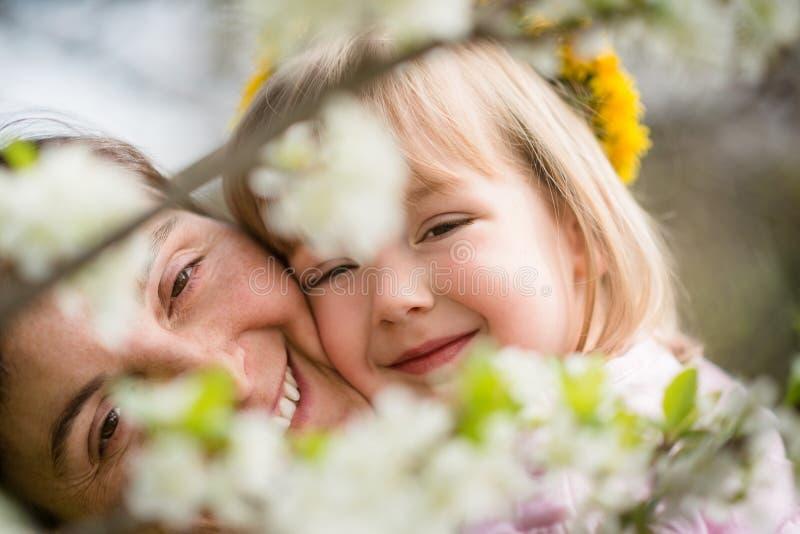Wiosna - matka z dzieckiem fotografia stock