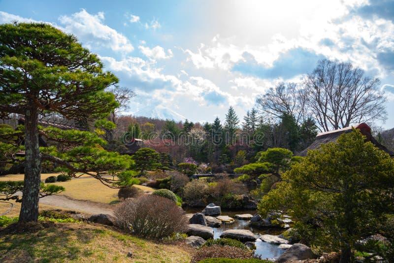wiosna ogród przy antyczną Oshino Hakkai wioską blisko Mt Fuji, Fuji Pięć jeziora region fotografia stock