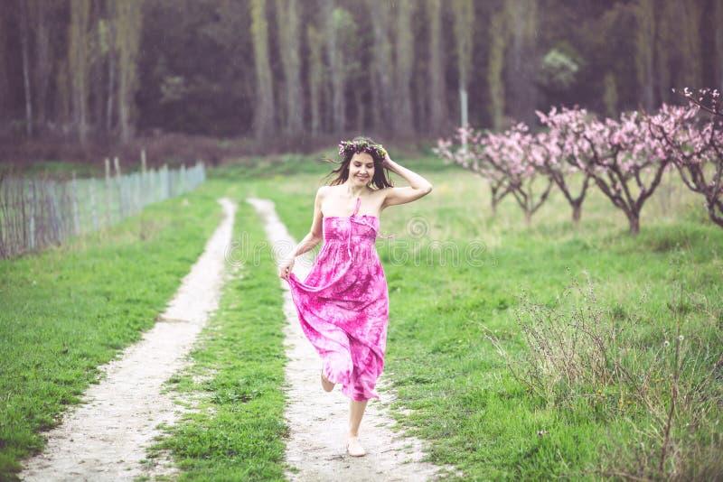 wiosna ogrodowa kobieta obraz stock