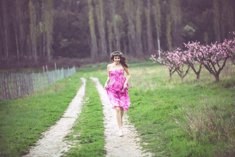 wiosna ogrodowa kobieta zdjęcie royalty free