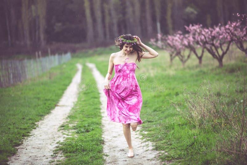 wiosna ogrodowa kobieta obraz royalty free