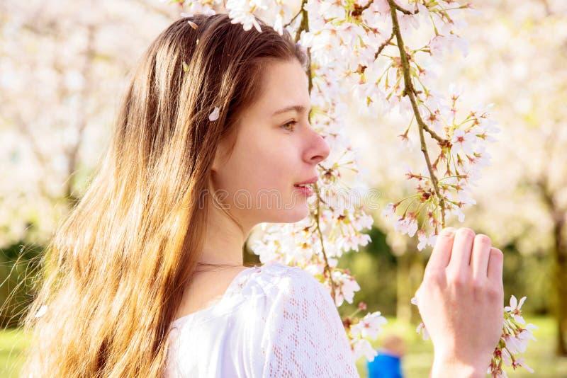 Wiosna portret młoda nastoletnia dziewczyna obraz stock