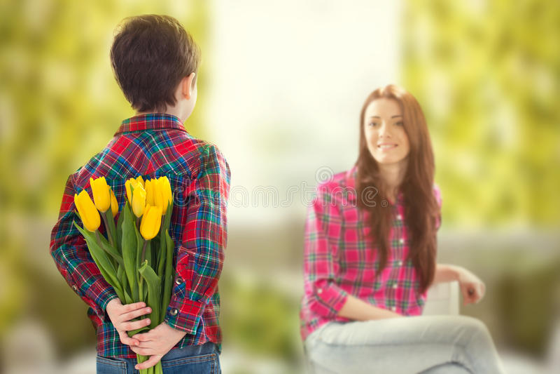 Wiosna portret matka i syn na matka dniu obrazy stock