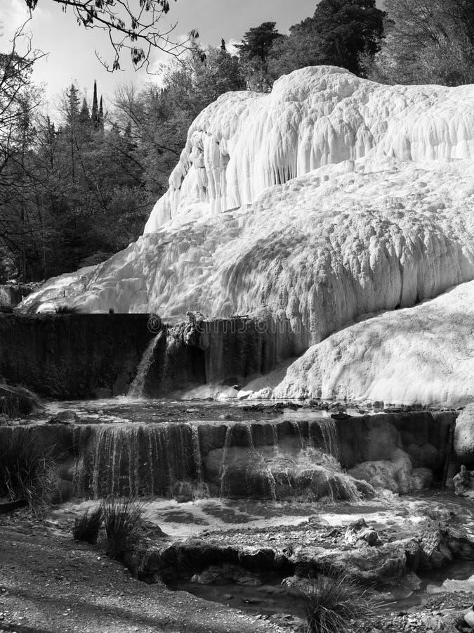 Wiosna termiczna woda Bagni San Filippo w Val d ` Orcia, Tuscany, W?ochy zdjęcie stock