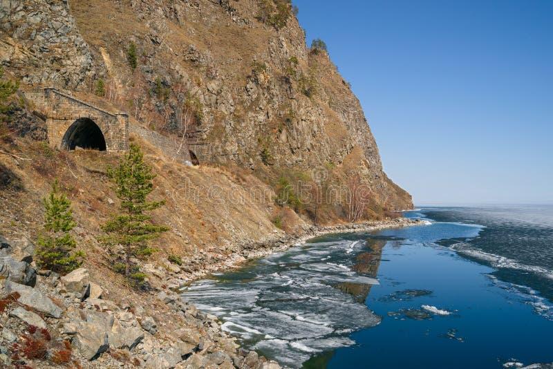Wiosna w południe Jeziorny Baikal obraz stock