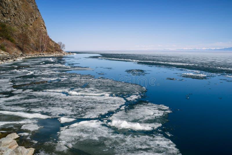 Wiosna w południe Jeziorny Baikal fotografia stock