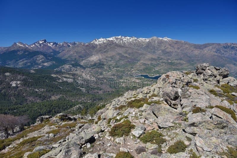 Wiosna widok Korsykańskie wysokie góry obrazy stock