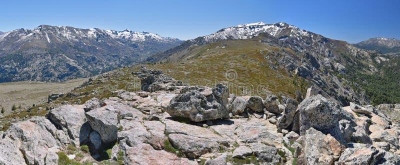 Wiosna widok Korsykańskie wysokie góry fotografia stock