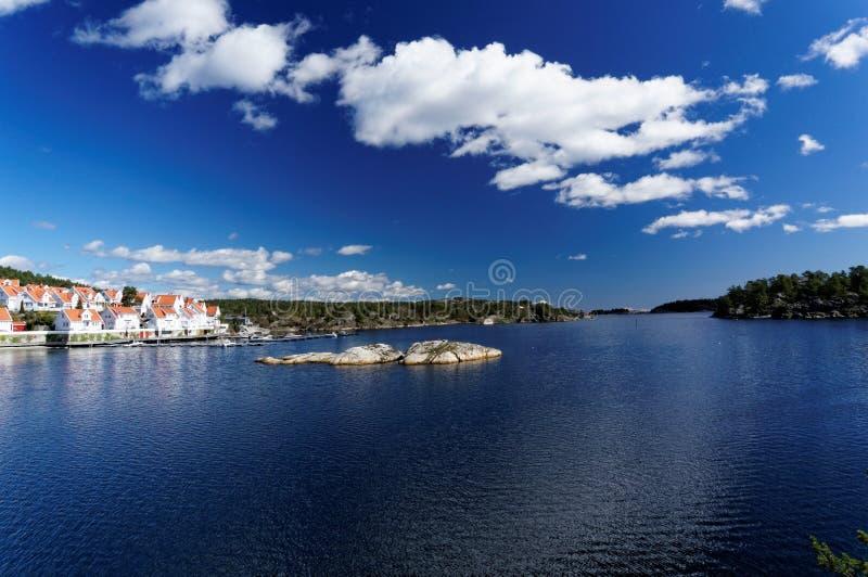 Wiosna widok przy Norweskim fjord w południowym Norwegia fotografia royalty free