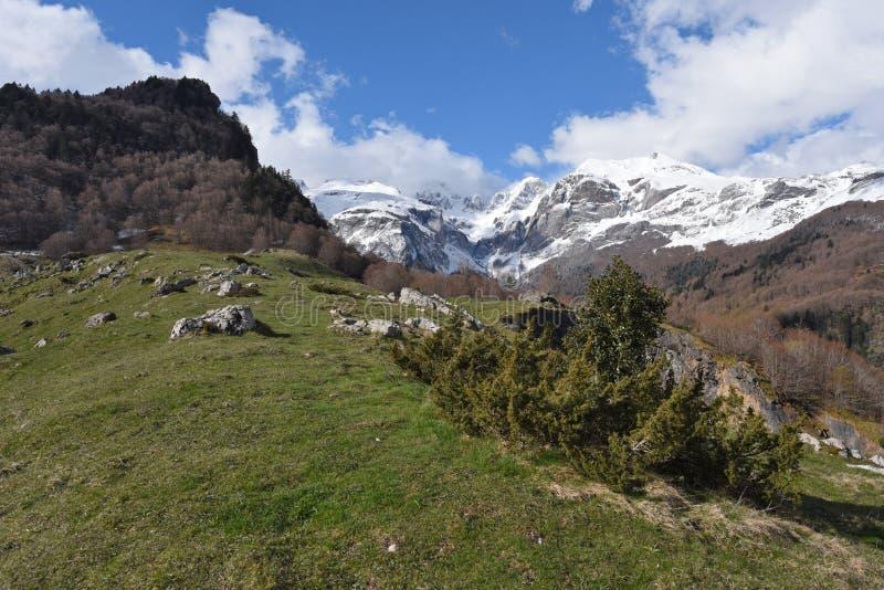 Wiosna widok Pyrenees góry obrazy stock