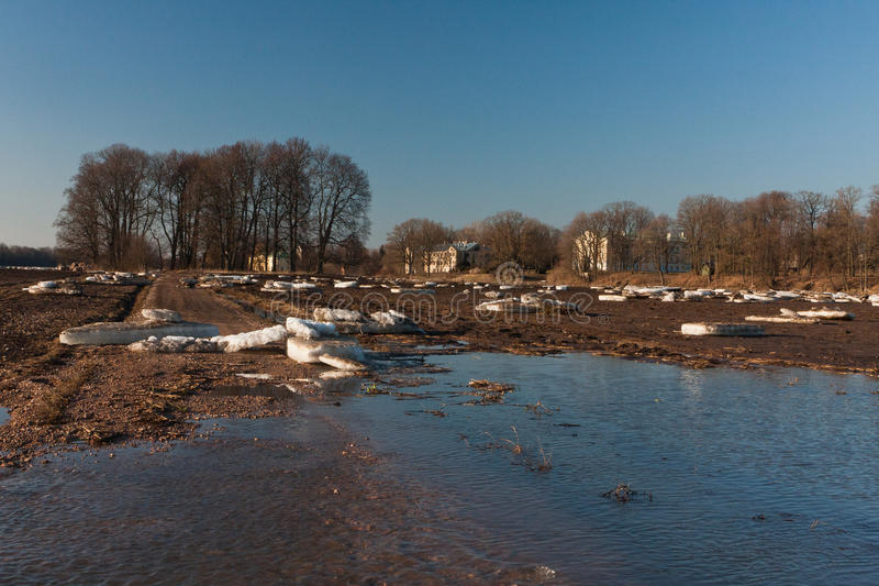 Wiosna wylew w Lielupe rzece obrazy stock