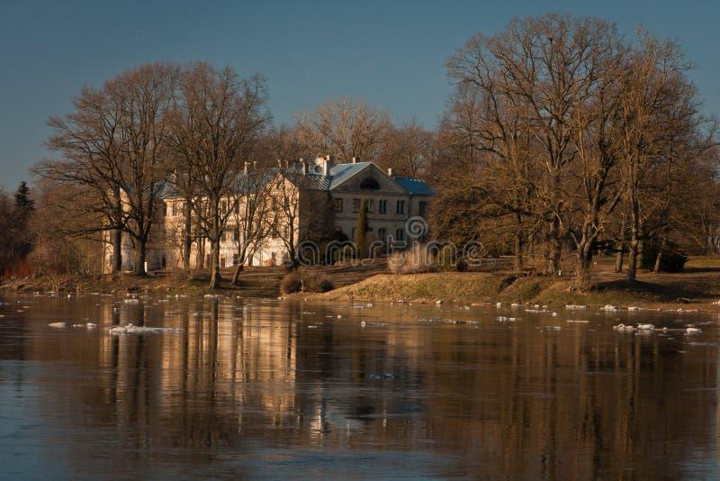 Wiosna wylew w Lielupe rzece fotografia stock