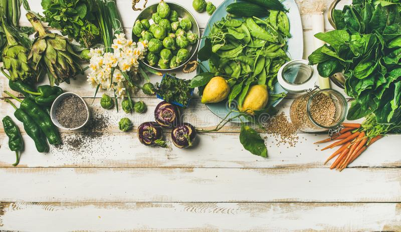 Wiosna zdrowego weganinu karmowi kulinarni składniki, odgórny widok, kopii przestrzeń obrazy stock