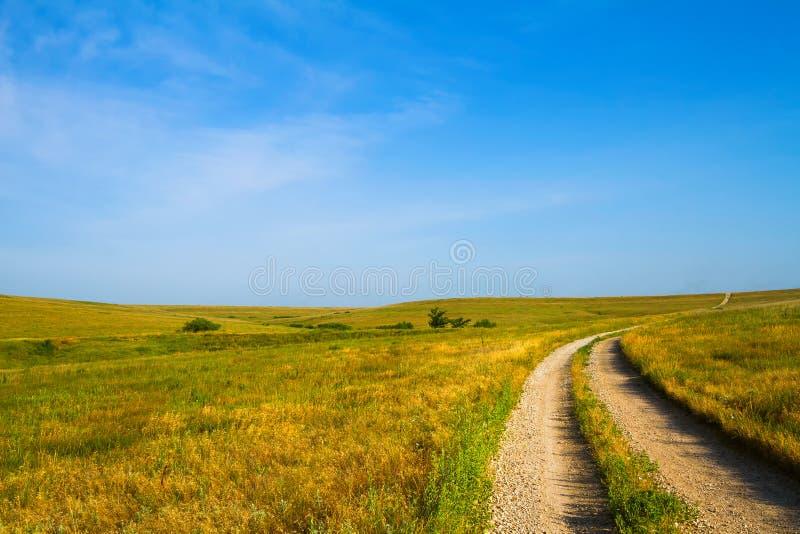 Żwir droga przez krzemieni wzgórzy obraz stock