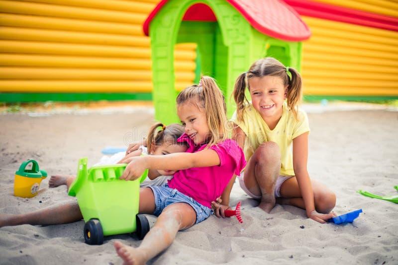Wir lieben unsere Tage im Spielplatz lizenzfreie stockfotos