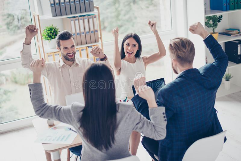 Wir taten es! Erfolg und gewinnendes Konzept - glücklicher Geschäftsteamesprit lizenzfreie stockfotografie
