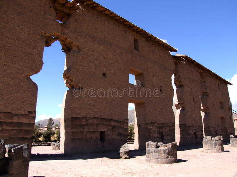 Wiracocha寺庙在市Raqchi 免版税库存图片