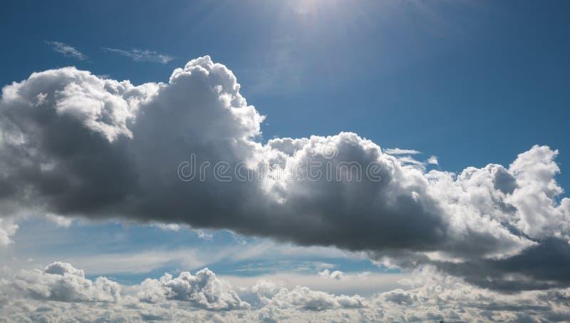 Wirbelsturm von Wolken stockfoto