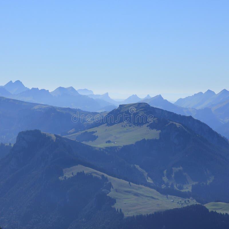 Wiriehore y otras montañas fotografía de archivo