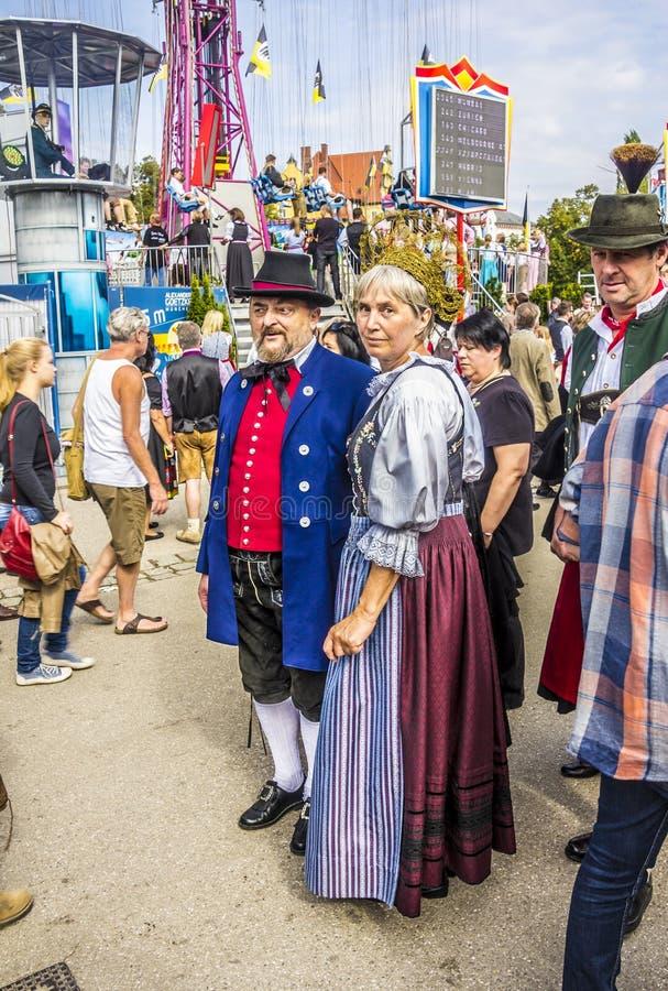 Wirkliche bavarion Kostüme stockfoto