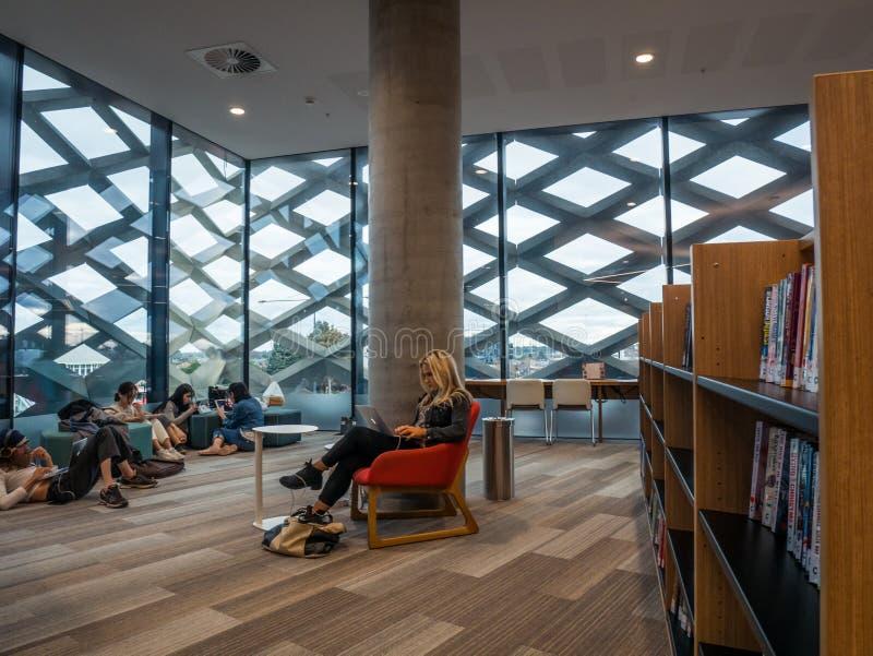 Wirkliche Bibliothek, Lernen und kulturelle Mitte in Ringwood in den Ostvororten von Melbourne lizenzfreie stockfotografie