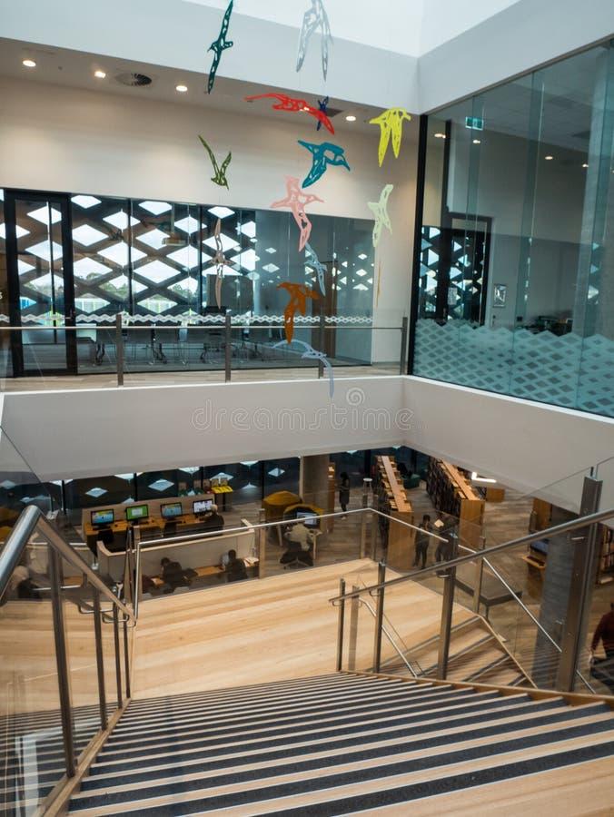 Wirkliche Bibliothek, Lernen und kulturelle Mitte in Ringwood in den Ostvororten von Melbourne stockbild