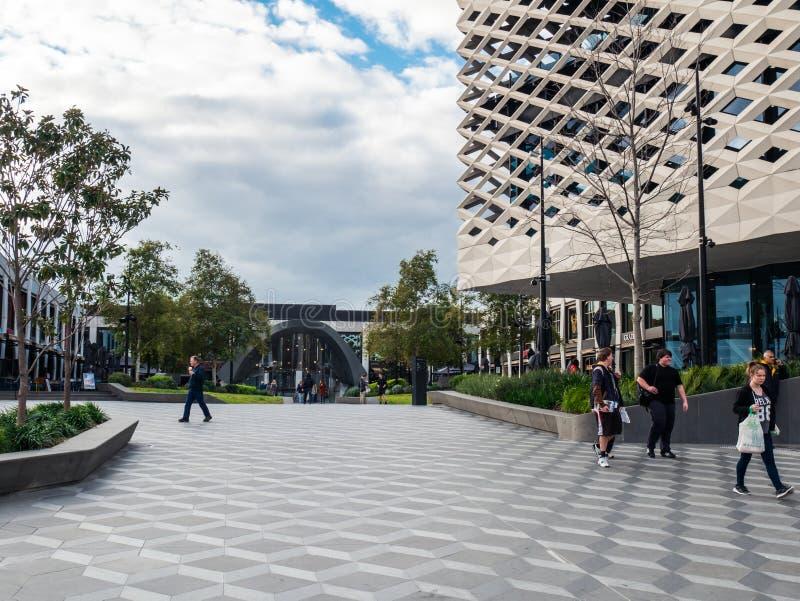 Wirkliche Bibliothek, Lernen und kulturelle Mitte in Ringwood in den Ostvororten von Melbourne stockfotos