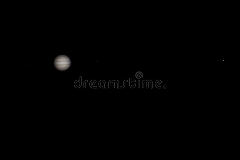 Wirkliches Bild von Jupiter mit Satelliten Europa, Io, Ganymede, Callisto mit Teleskop und DSLR stock abbildung