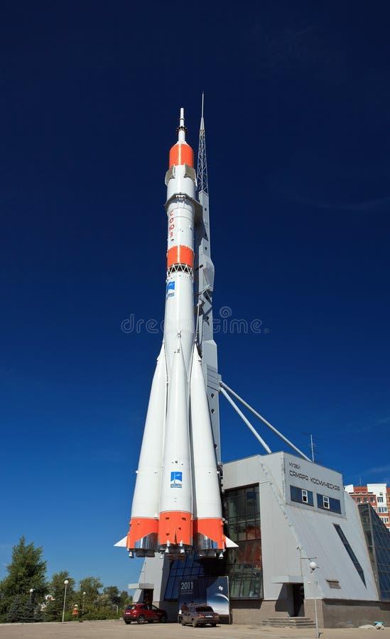 Wirkliches Soyuz-Raumfahrzeug als Monument stockbild