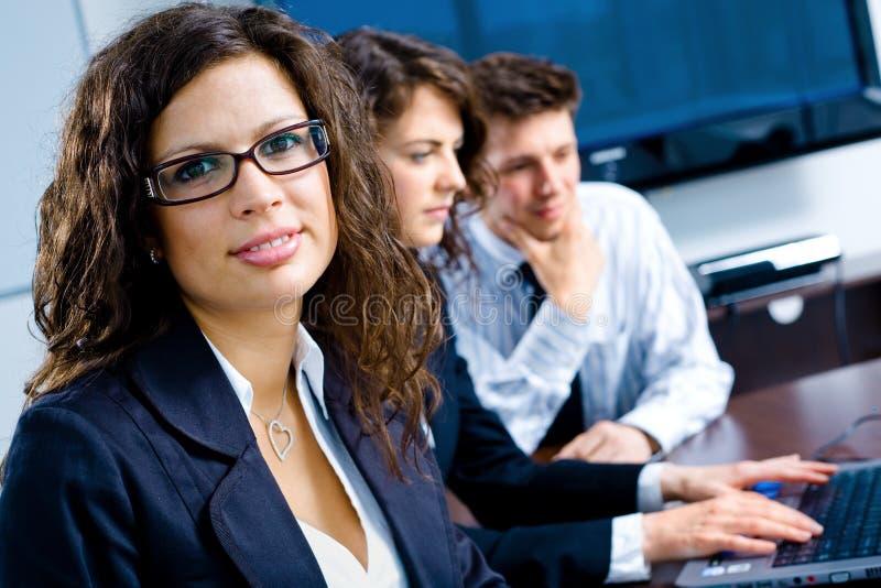 Wirtschaftler auf Sitzung stockfoto