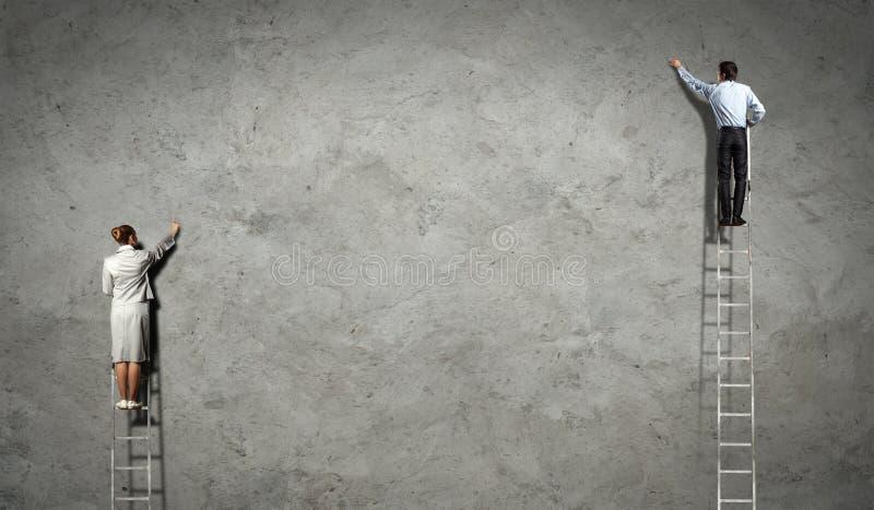 wirtschaftler die diagramme auf wand zeichnen stockbild bild von f hrer f hrung 29641611. Black Bedroom Furniture Sets. Home Design Ideas