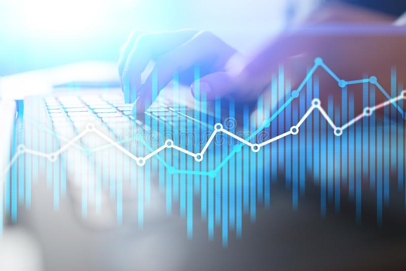 Wirtschaftliche Diagramme und Diagramme der Doppelbelichtung auf virtuellem Schirm Onlinehandel-, Geschäfts- und Finanzkonzept stockbild