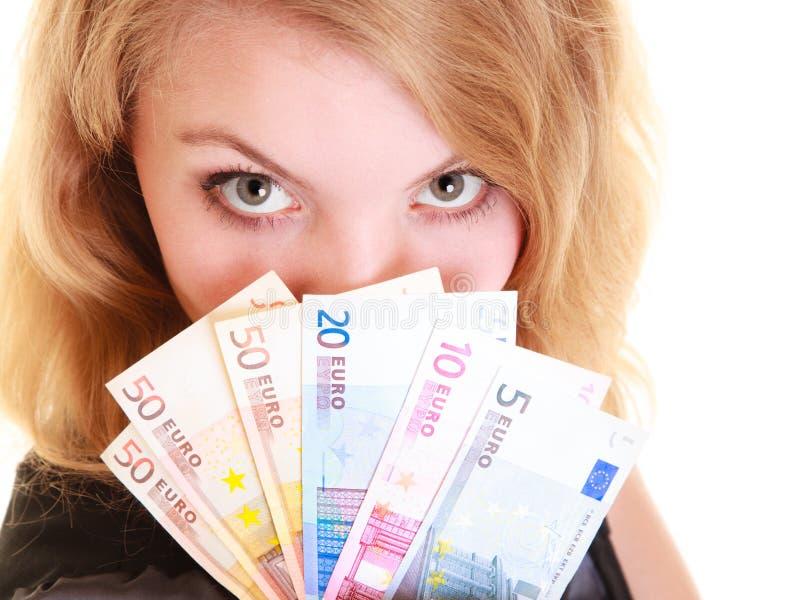 Wirtschaftsfinanzierung Frau hält Eurowährungsgeld stockfotografie