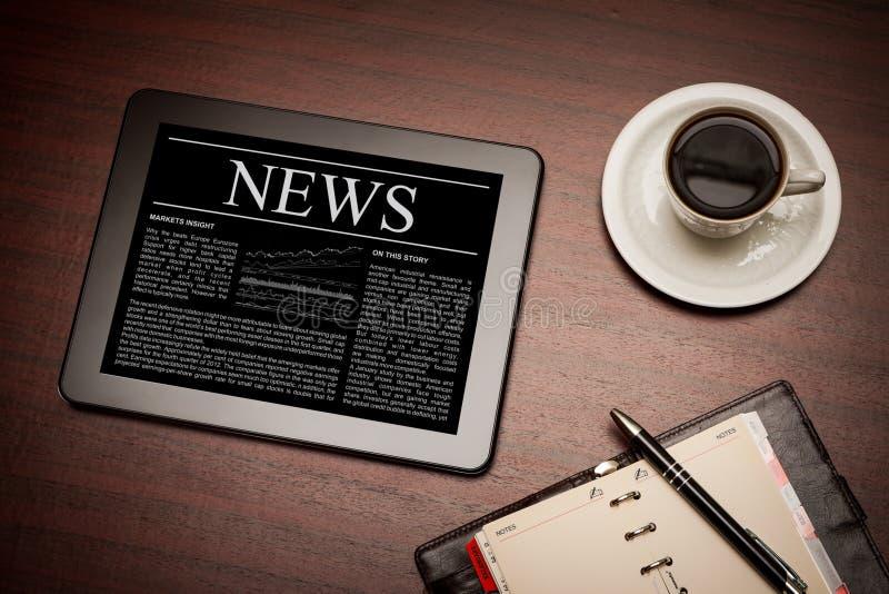 Wirtschaftsnachrichten auf Tablette PC. stockfotografie