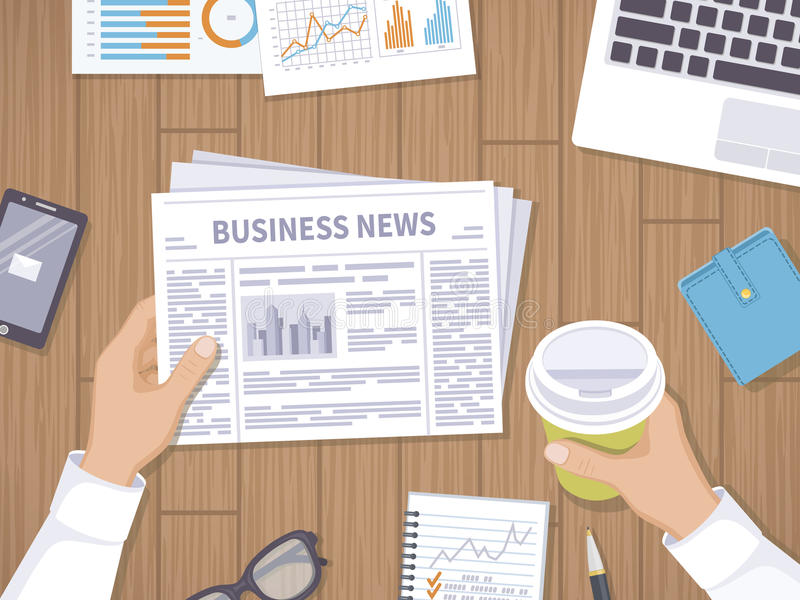 Wirtschaftsnachrichten Geschäftsmann, der eine Zeitung und einen Kaffee zum Mitnehmen auf dem hölzernen Desktop hält stock abbildung