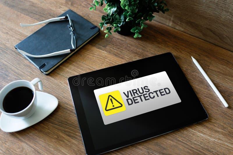 Wirus Wykrywaj?ca ostrzegawcza wiadomo?? na ekranie Cyber naruszenie bezpiecze?stwa Ochrona danych technologii i interneta poj?ci zdjęcia royalty free