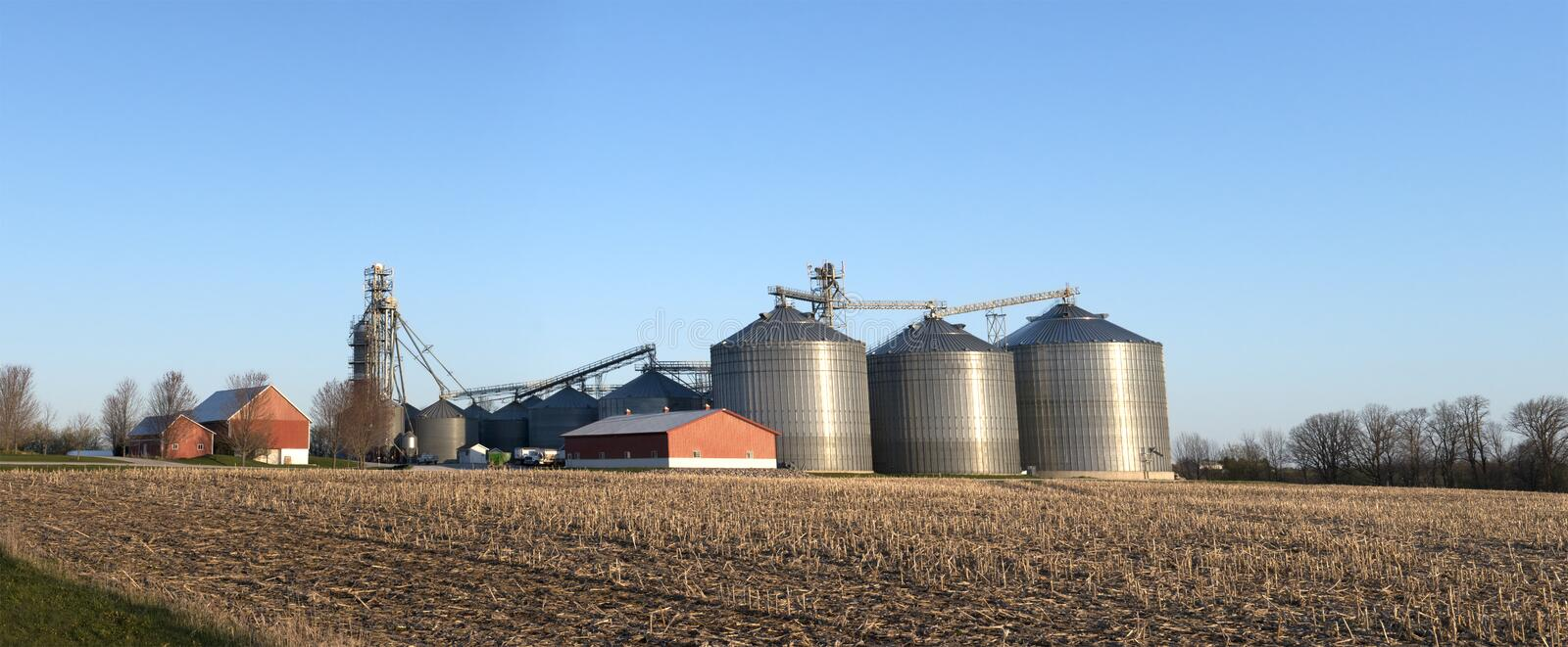 Download Wisconsin Dairy Farm Grain Elevator Silos Stock Image - Image: 24550227